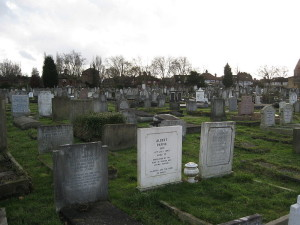 800px-Golders_Green_Jewish_Cemetery,_West_Side