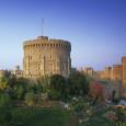 מקום משכנם השני של משפחת המלוכה הבריטית הוא אחד מהאתרים המרשימים ביותר באירופה. גנים מפוארים ורחבי ידיים, חדרים מצופים זהב, ריהוט בשווי מיליוני פאונד ומקום קבורתו של המלך הנודע לשמצה–הנרי […]